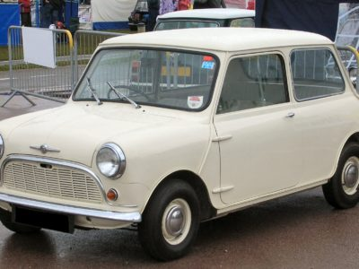 fonte: https://it.wikipedia.org/wiki/File:Morris_Mini-Minor_1959_(621_AOK).jpg